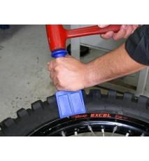 Herramienta desarrollada para destalonar el neumático